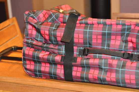 Le sac valise de Mymie (pareil 120 l, deux compartiments séparés, soufflets réglables)