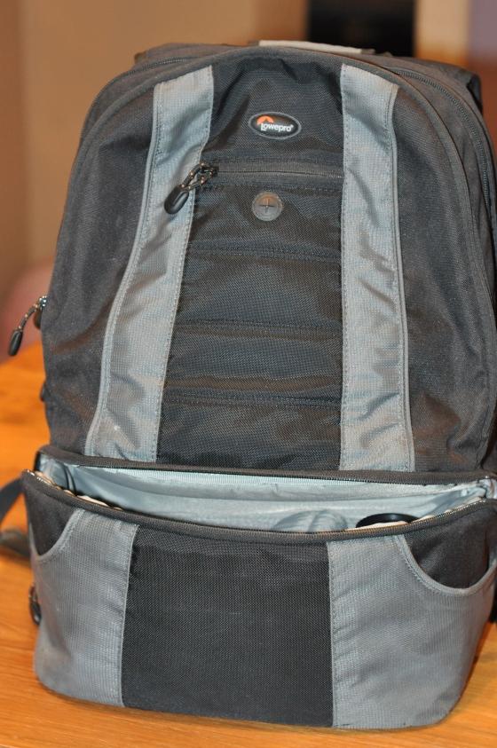 Le sac photo (lui ça fait un moment qu'il ne nous quitte plus, objectifs, batterie, flash, trépied bref tout rentre ...